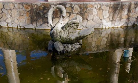 Picture: Broken statutes in Masaya City Park Fountain